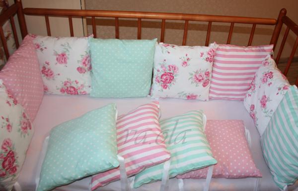 Розовые бортики подушки